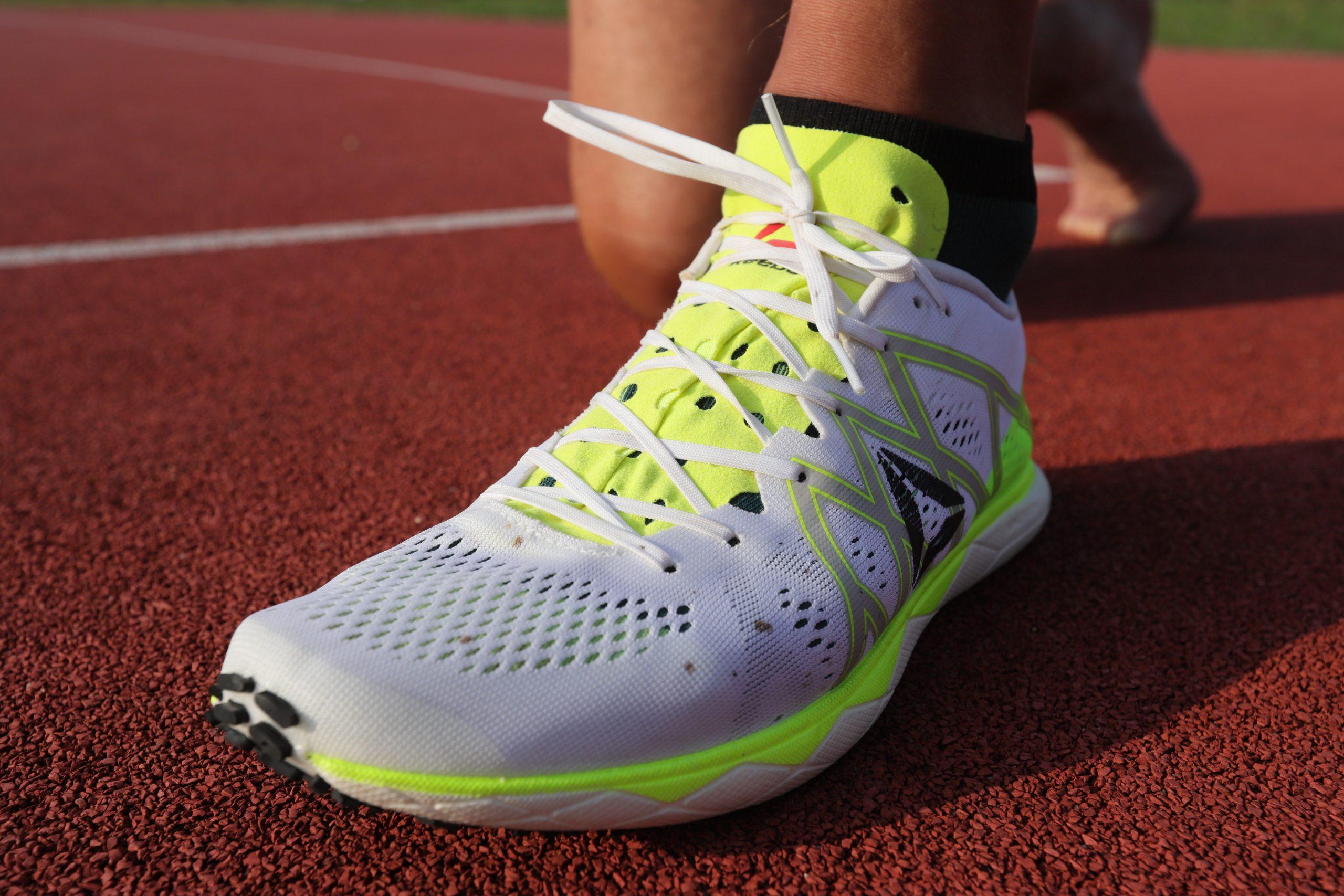 Povrch, po němž běháte, to je oč při výběru běžeckých bot běží černé nehty