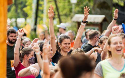 Lovecká sezóna zahájena! Běhej lesy vyrazily s tisícovkou běžců do Slavkovského lesa