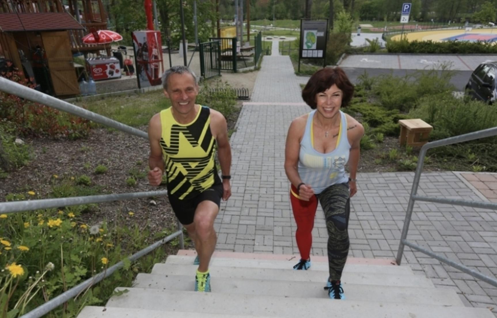 Schází ti kopce, běhej a cvič na schodech - dlouhé kroky