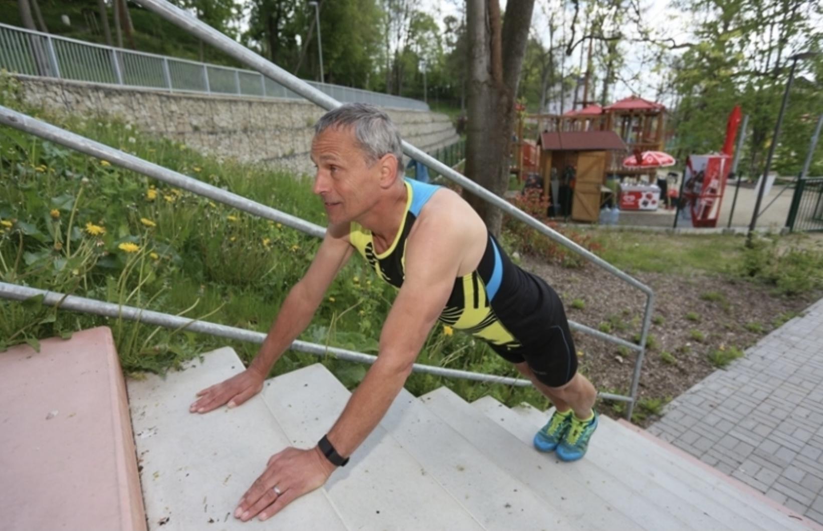 Schází ti kopce, běhej a cvič na schodech - krokodýl 1