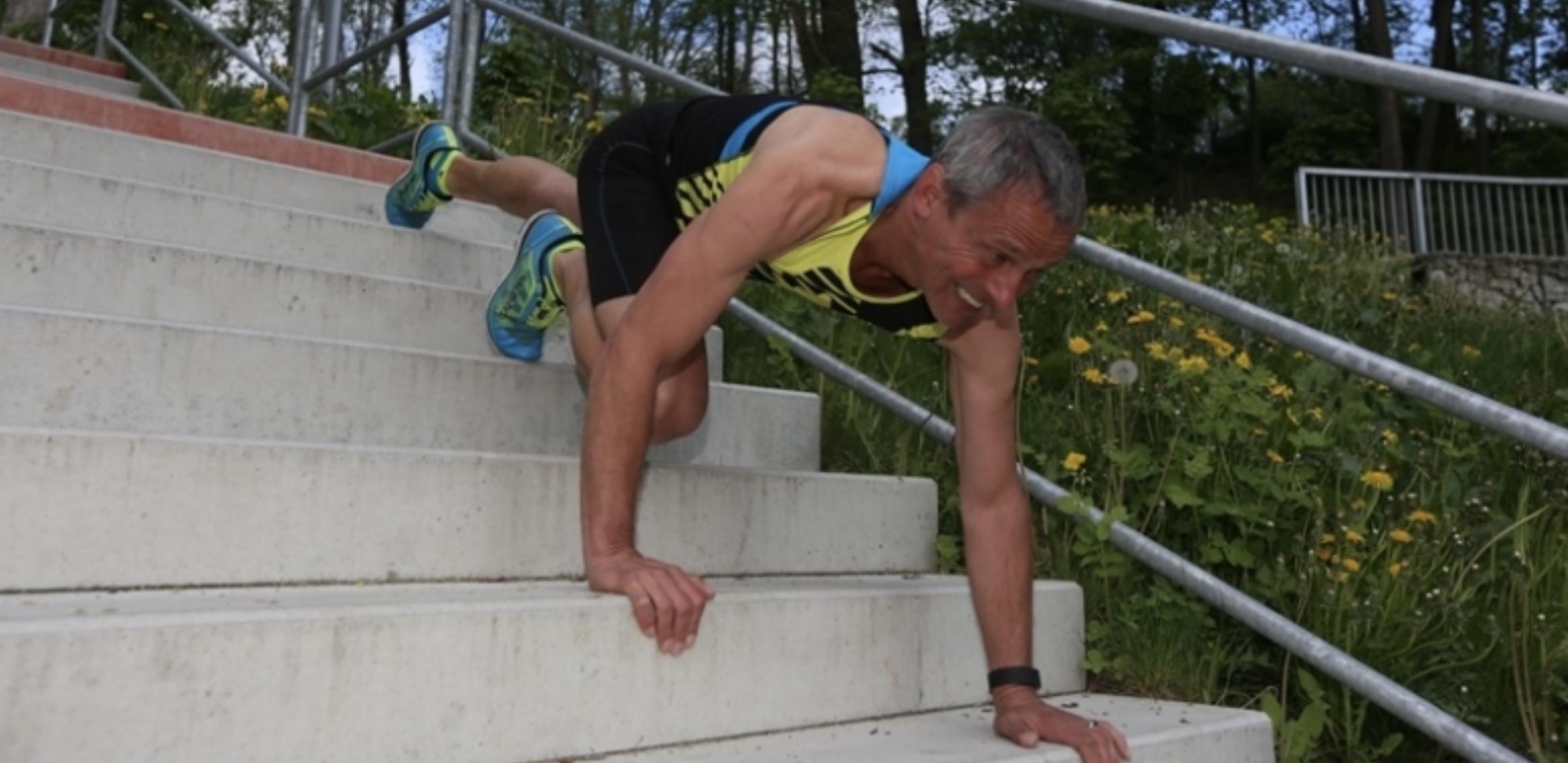 Schází ti kopce, běhej a cvič na schodech - opice