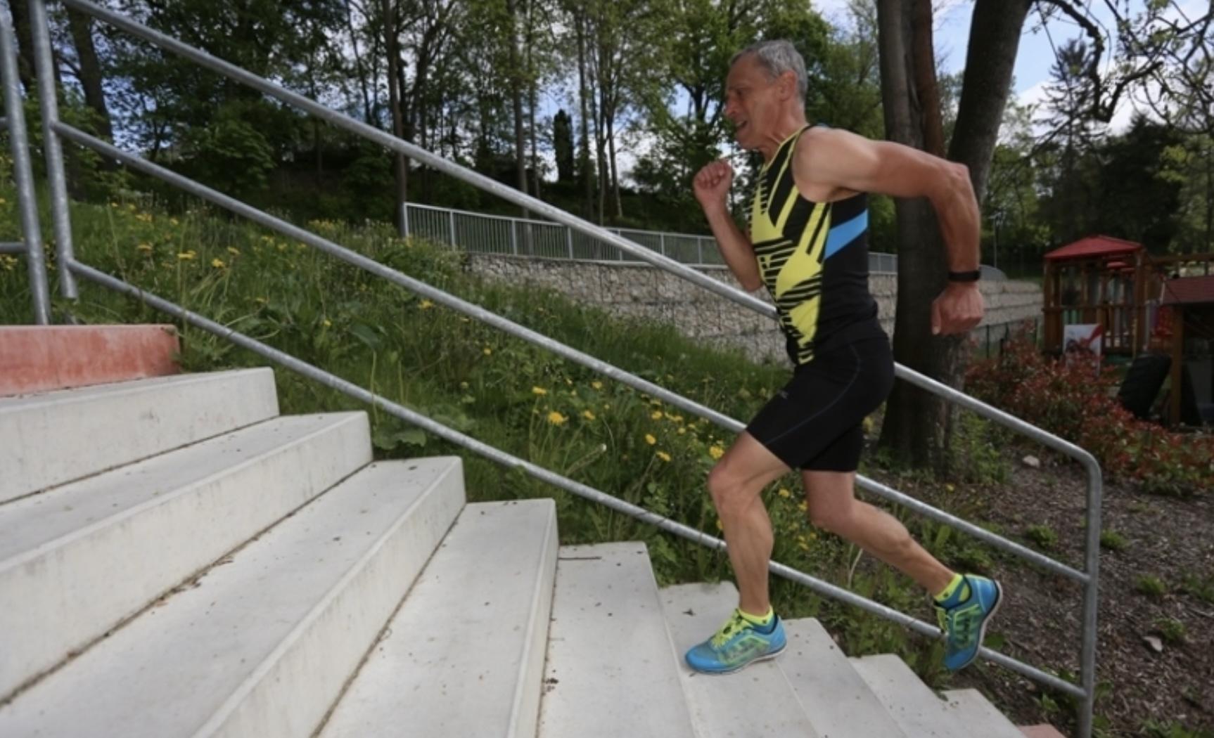 Schází ti kopce, běhej a cvič na schodech - sprinty